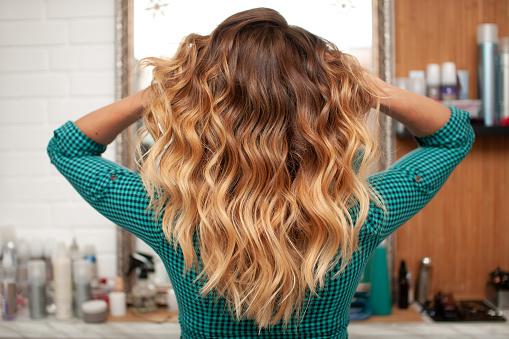 Comment avoir des cheveux bouclés définitivement ?